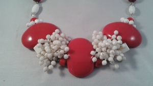 Halsband i rött och vitt