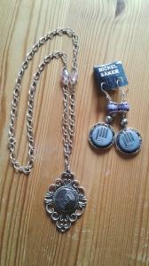 Halsband och örhängen i lila