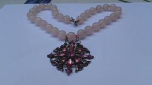 Halsband i rosa