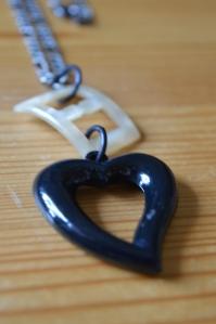Halsband, spänne och hjärta