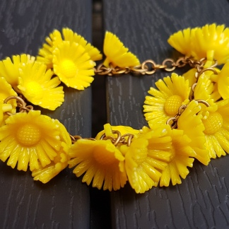 Armband med blommor i celluloid, 40/50-tal