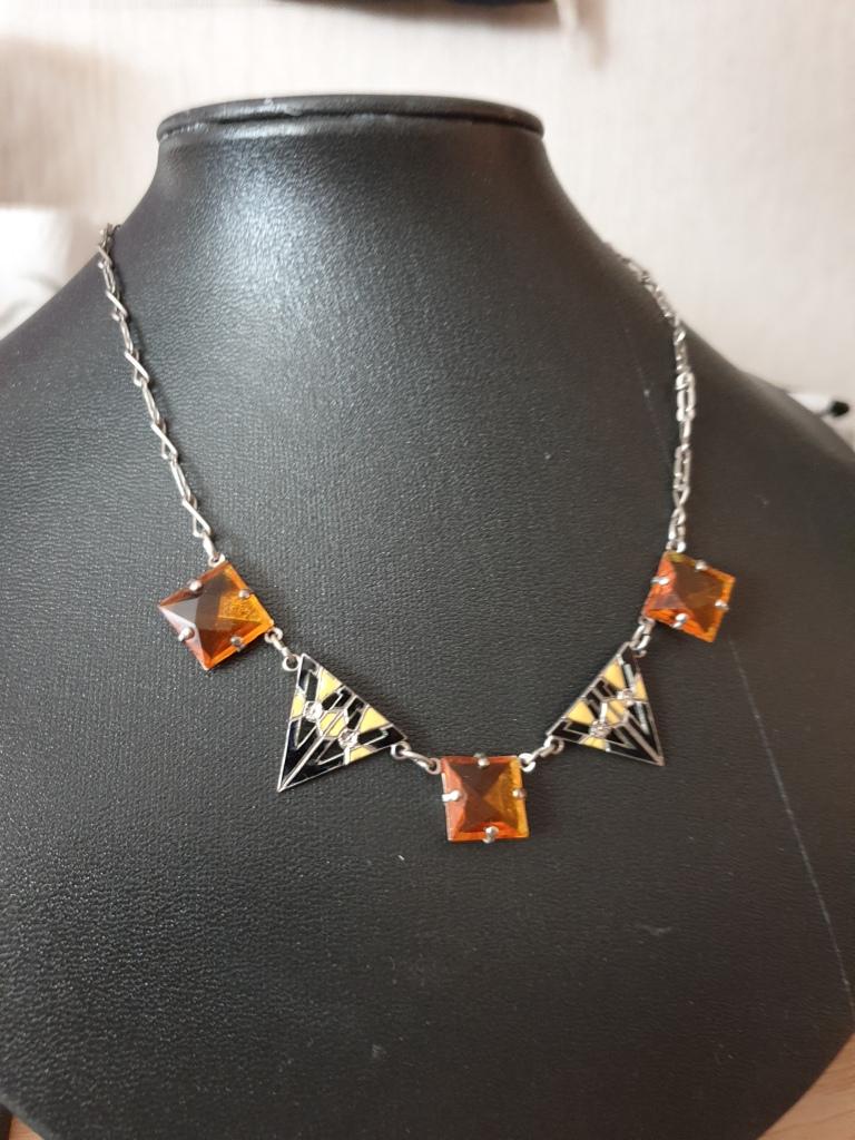 Halsband glas och